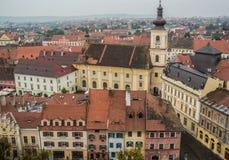 Överblick av barock arkitektur i Hermannstadt, Sibiu, Rumänien arkivfoto