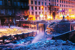 Överblick av barrikaden på den Hrushevskogo gatan i Kiev, Ukrain arkivfoto