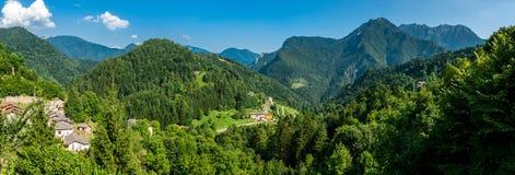 Överblick av berglandskapet Arkivfoto
