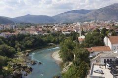 Överblick av den Mostar staden arkivbilder