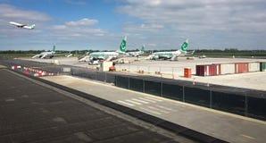 Överblick av den Rotterdam flygplatsen arkivfoton
