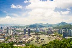 Överblick av den Sanya staden, Hainan landskap, Kina Arkivfoto