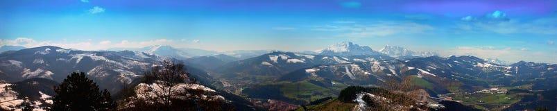 Överblick av det Guipuzcoan berglandskapet från Bergara fotografering för bildbyråer