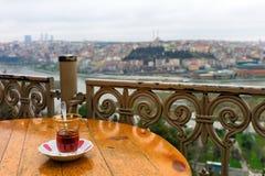 Överblick av Istanbul från det Pierre Loti kafét Royaltyfri Fotografi