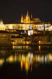 Överblick av Prague i natt Royaltyfri Fotografi