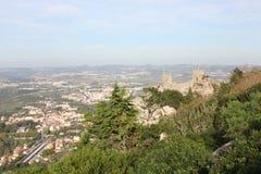 Överblick av slotten av den hed- och Sintra dalen arkivbilder