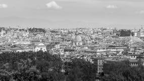 Överblick av staden av Rome i svartvitt arkivbild