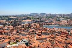 Överblick av tak och den Douro floden i Porto Royaltyfri Fotografi