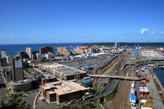 överblick för stadsdurban hamn fotografering för bildbyråer
