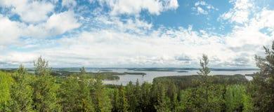 Överblick på päijännesjön från den geodetiska bågen för struve på moun arkivbild