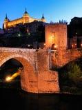 Puerta de Alcantara och Alcazar, Toledo Royaltyfri Bild