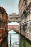 Överbrygga av suckar i Venedig, Italien Royaltyfri Fotografi