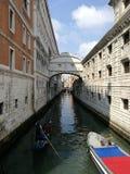 Överbrygga av suckar Venedig royaltyfri foto