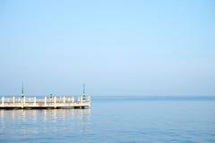 Överbrygga den framsida till havet Arkivbild
