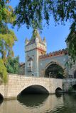 Överbrygga framme av slotten Vaidahunyad i Budapest Royaltyfri Fotografi