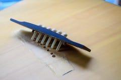Överbrygga gitarravbrottet från kropp och att inte ha rader Arkivfoto