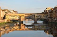 Överbrygga i Florence, italy Royaltyfri Foto