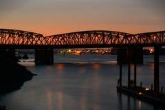 Överbrygga på solnedgången Royaltyfri Foto