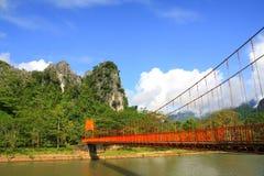 Rött överbrygga i Vang Vieng Arkivfoto