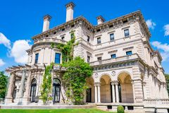 Överdådiga hus i Amerika säkerhetsbrytareherrgård Arkivbilder