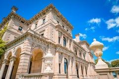 Överdådiga hus i Amerika säkerhetsbrytareherrgård Royaltyfri Bild