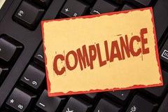 Överensstämmelse för ordhandstiltext Affärsidéen för Teknologi Företag ställer in dess standarda reglemente för politik skriftlig Fotografering för Bildbyråer