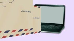 överföra post ut från en anteckningsbokdator royaltyfri illustrationer