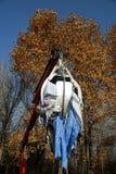 Överförande kläder för maskineri till vatten-tvagning cylindrar på byn Kefalovryso i det Elassona länet royaltyfria bilder