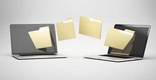 Överföring mellan två bärbara datorer Arkivfoton