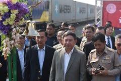 Överföringsceremonin av den dieselelektriska lokomotivet till den statliga järnvägen av Thailand Arkivfoton