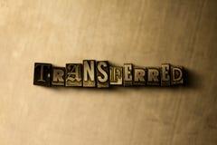 ÖVERFÖRT - närbild av det typsatta ordet för grungy tappning på metallbakgrunden Royaltyfri Fotografi