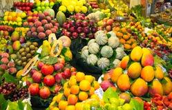 Överflöd av frukter Arkivfoto
