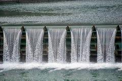 Överflöd av vatten i ett hydroelektriskt arkivbilder