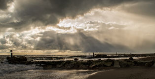 Övergående Hengisbury för stormDorset kust huvud Arkivbilder
