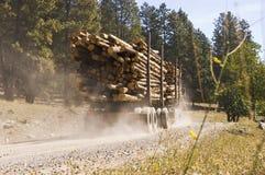 Övergående logga lastbil Fotografering för Bildbyråer