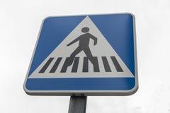 Övergångsställe pol för trafiktecken Arkivbild