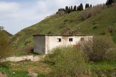 Övergav byggande berg Arkivfoto