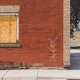Övergav byggnad och grafitti Arkivfoto