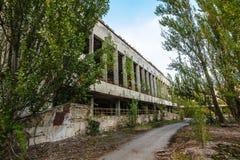 Övergav byggnader av den spökstadPripyat Chornobyl zonen Royaltyfri Foto