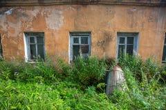 Övergav byggnader i den Leningrad regionen, Ryssland Royaltyfria Foton