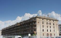 Övergav byggnader i gammal hamn i Trieste, Italien Royaltyfri Fotografi