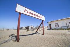 Övergav byggnader i Kolmanskop, Namibia Royaltyfria Bilder