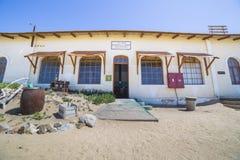 Övergav byggnader i Kolmanskop, Namibia Royaltyfri Bild