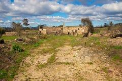 Övergav delar av lantbrukarhemmet i mitten av Portugal Arkivfoton