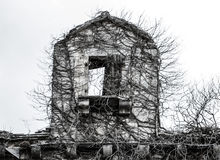 Övergav den läskiga spöklika spökade antikviteten för den gamla förstörda stenen lämnat kvar fotografering för bildbyråer