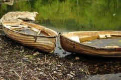 Övergav fartyg på lakeside arkivbild