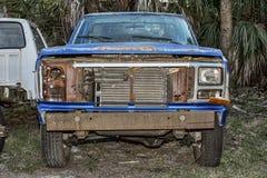 Övergav gamla väljer upp lastbilen Royaltyfri Foto