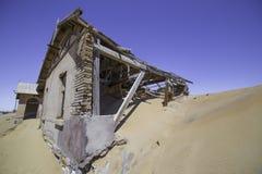 Övergav hus i Kolmanskop, Namibia Royaltyfri Bild