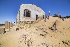Övergav hus i Kolmanskop, Namibia Arkivbilder