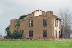 Övergav hus och förstörd stad efter jordskalv Royaltyfria Bilder